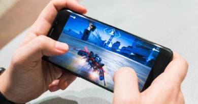 Android PC emulateur virtuel BlueStacks telecharger jouer jeux video mobile smartphone